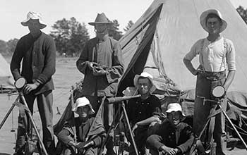 WWI_South_Australian_Signallers_with_Heliographs